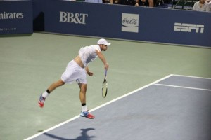 Roddick_serve_midair