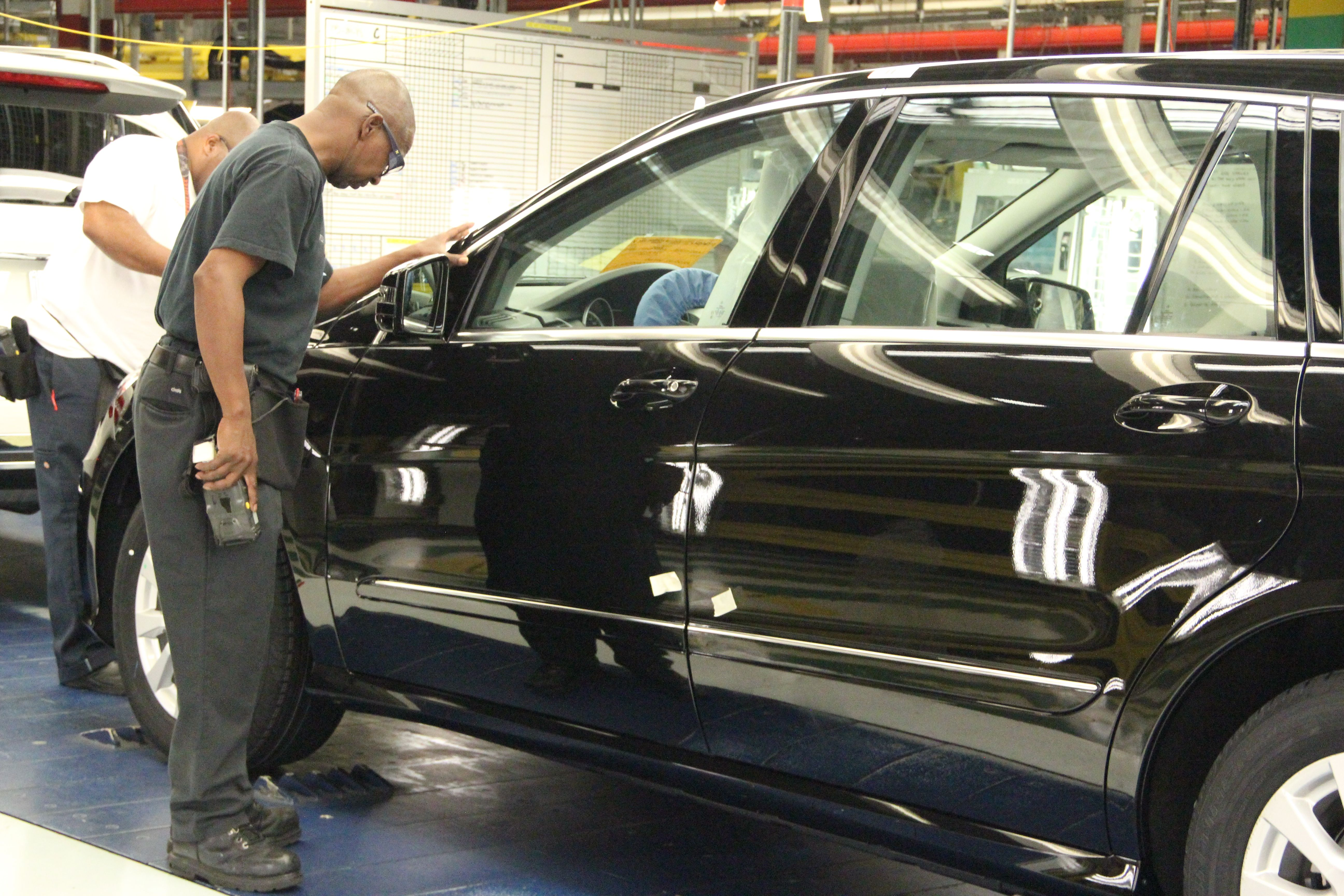 An inside look at the us mercedes benz manufacturing for Mercedes benz manufacturing