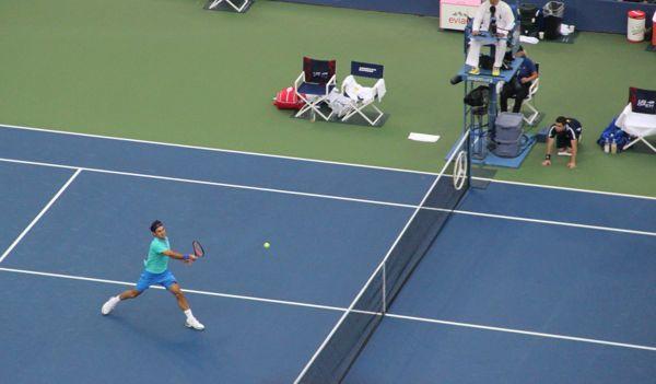 Roger Federer to net