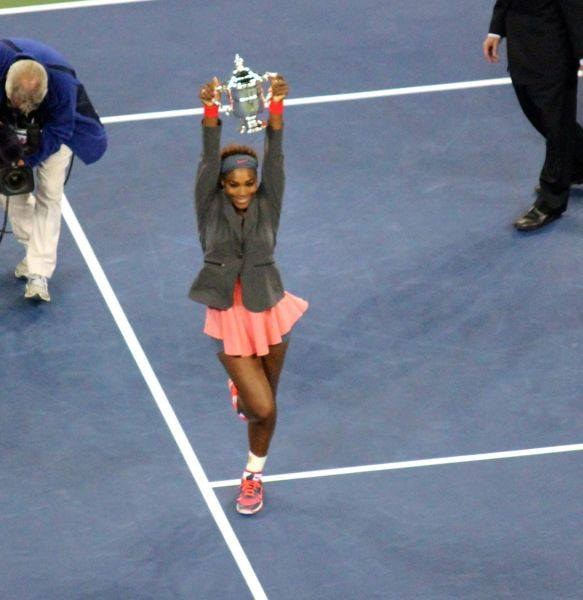 serena williams holding us open trophy